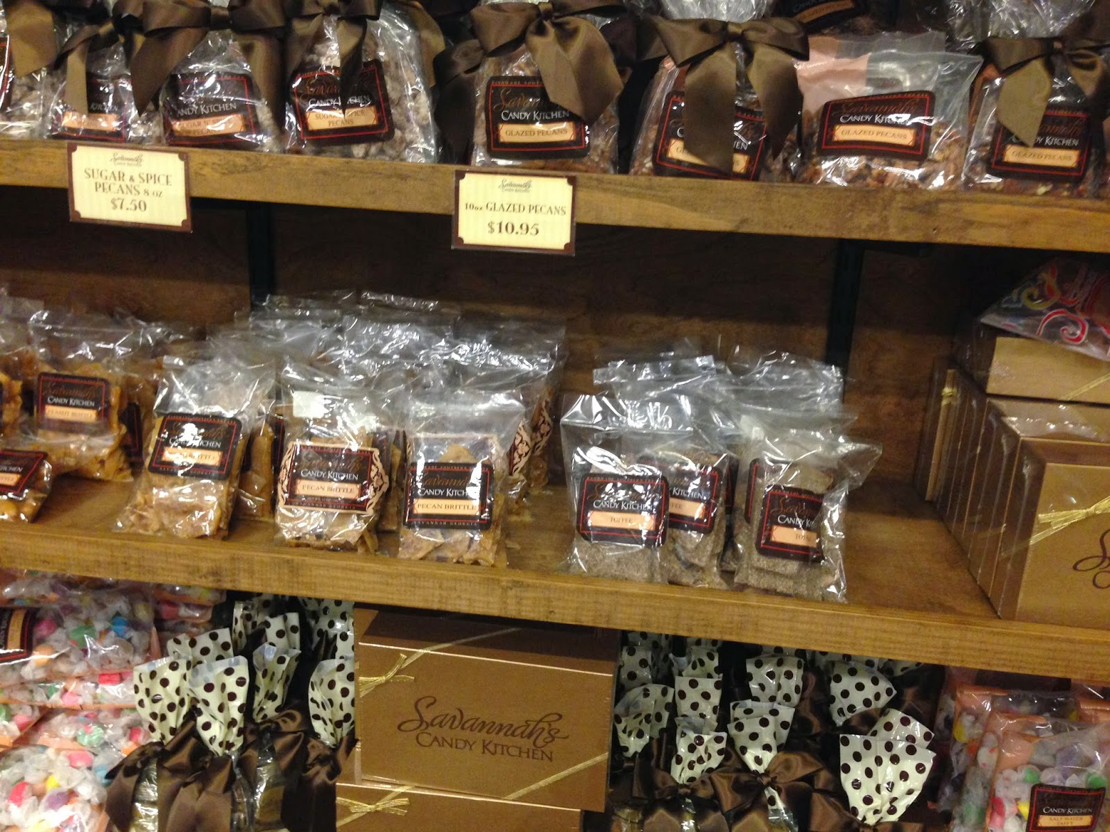 A Touch of Southern Grace : Savannah\'s Candy Kitchen