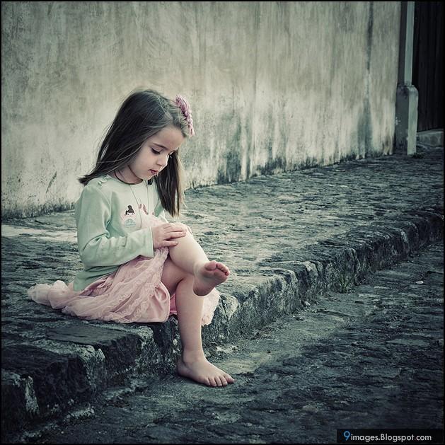 """●₪ مــــــزاجك """"بصـــــورة"""" ₪● - صفحة 3 Kid-little-girl-sad-alone-cute"""