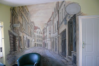 Artystyczne malowanie wąskiej uliczki na ścianie, Toruń
