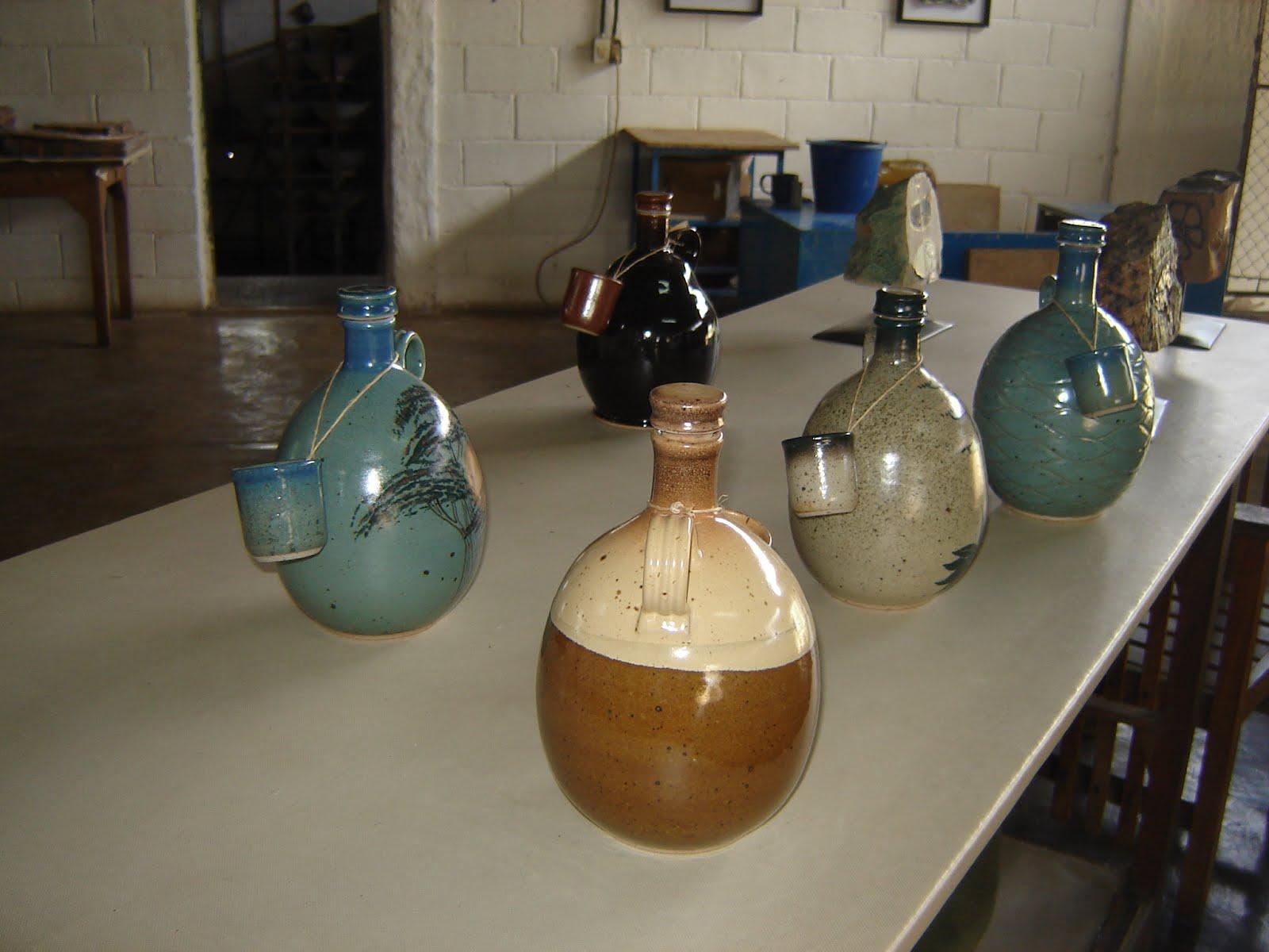 Miguel Ngel Peraza Artesan A Botellas En Gres
