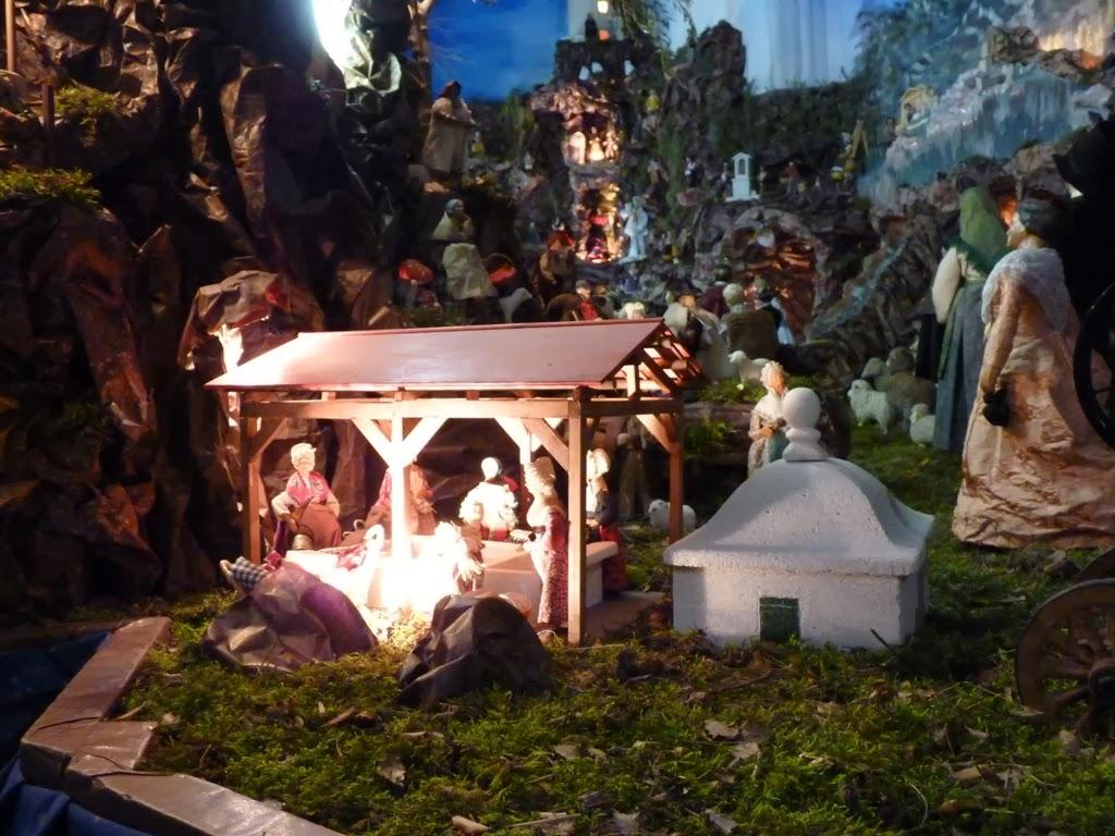 Santons et crèches de Noël  Eygui%C3%A8res+cr%C3%A8che+fontaine+(2)