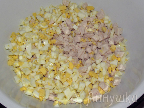 Салат ананас кукуруза яйцо сыр