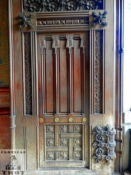 Puerta de la casa pia batll en rambla catalunya de barcelona - Casa del libro barcelona rambla catalunya ...