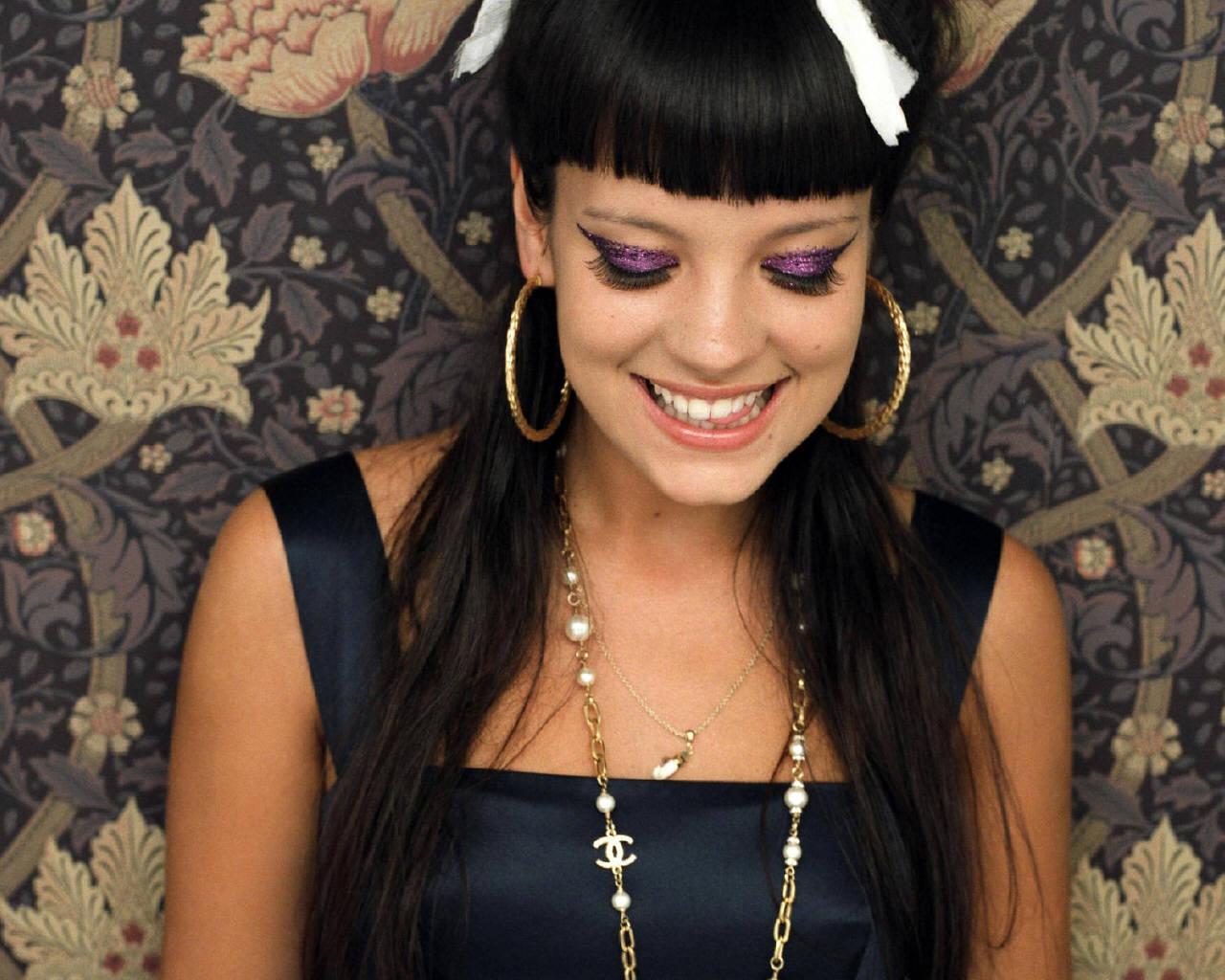 http://1.bp.blogspot.com/-UCywcTMpNrI/TsuAbgXgF-I/AAAAAAAAG1k/Wayt0z-h2AE/s1600/lily_allen+hairstyles+%25282%2529.jpg