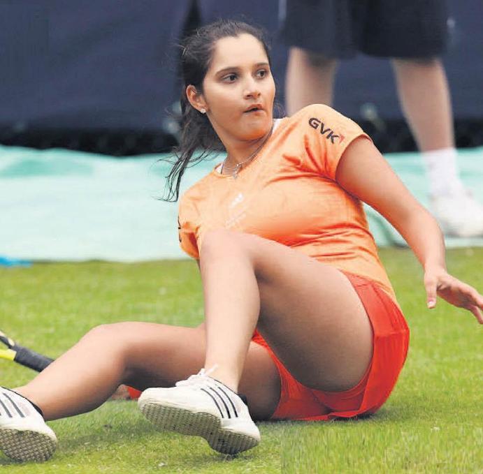 Sania Mirza Falls During Tennis Match