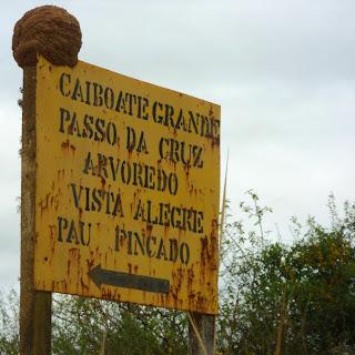 Placa Indicando Onde Fica o Monumento à Batalha do Caiboaté, São Gabriel
