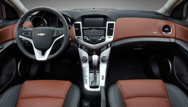 Chevrolet Cruze terbaru 2016_red_dasboard interior