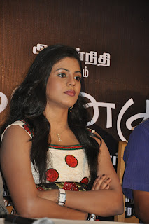 Iniya At Mouna Guru Press Meet %2815%29.jpg