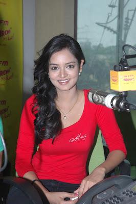 shanvi at 98.3 fm station latest photos