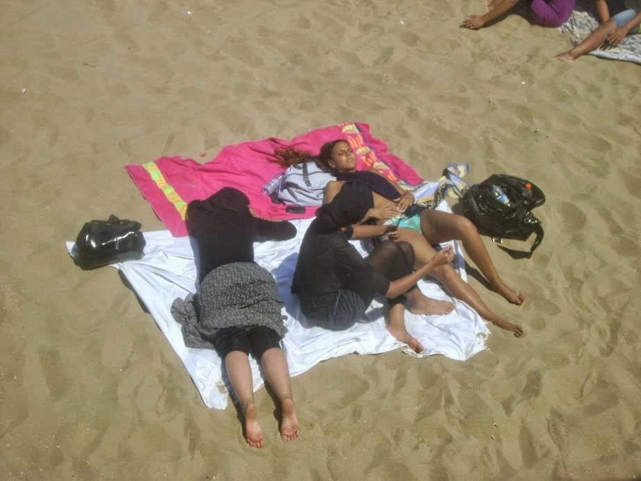 زنان با حجاب در سواحل لختیها | ایدیولوژی مکتب زندگی لختی ...