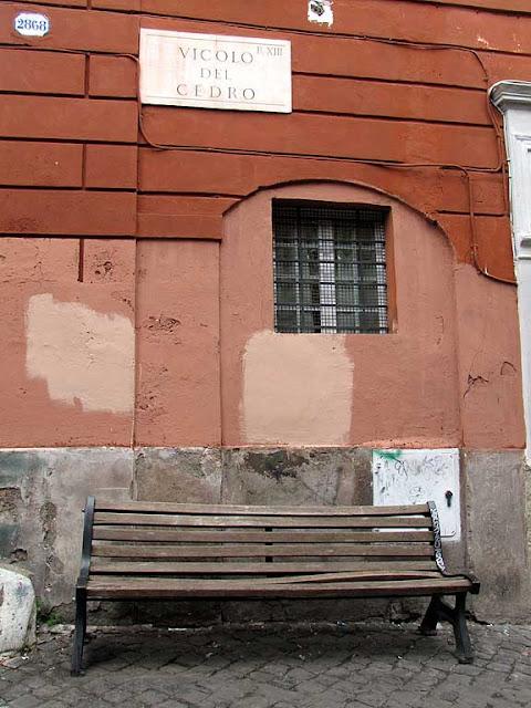 Bench, vicolo del Cedro, Trastevere, Roma