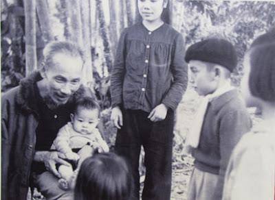 Với Hồ Chủ tịch, trẻ thơ được xem như búp trên cành, luôn được yêu thương  và dạy dỗ