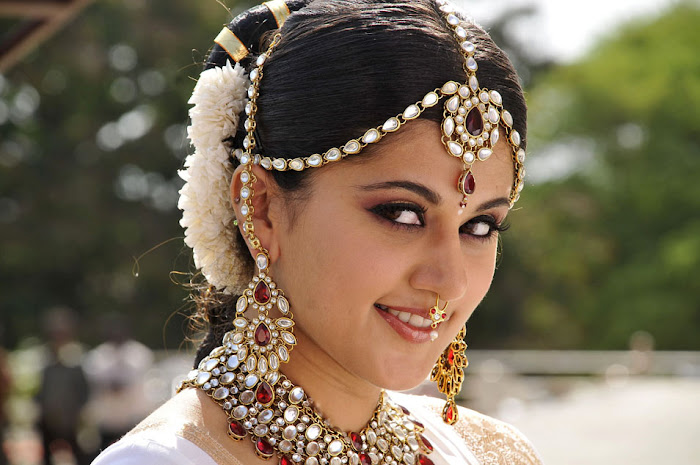 tapsee from mogudu, tapsee unseen pics