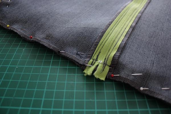 fabric manipulation · almohadón · 19 unir con alfileres y coser · Ro Guaraz