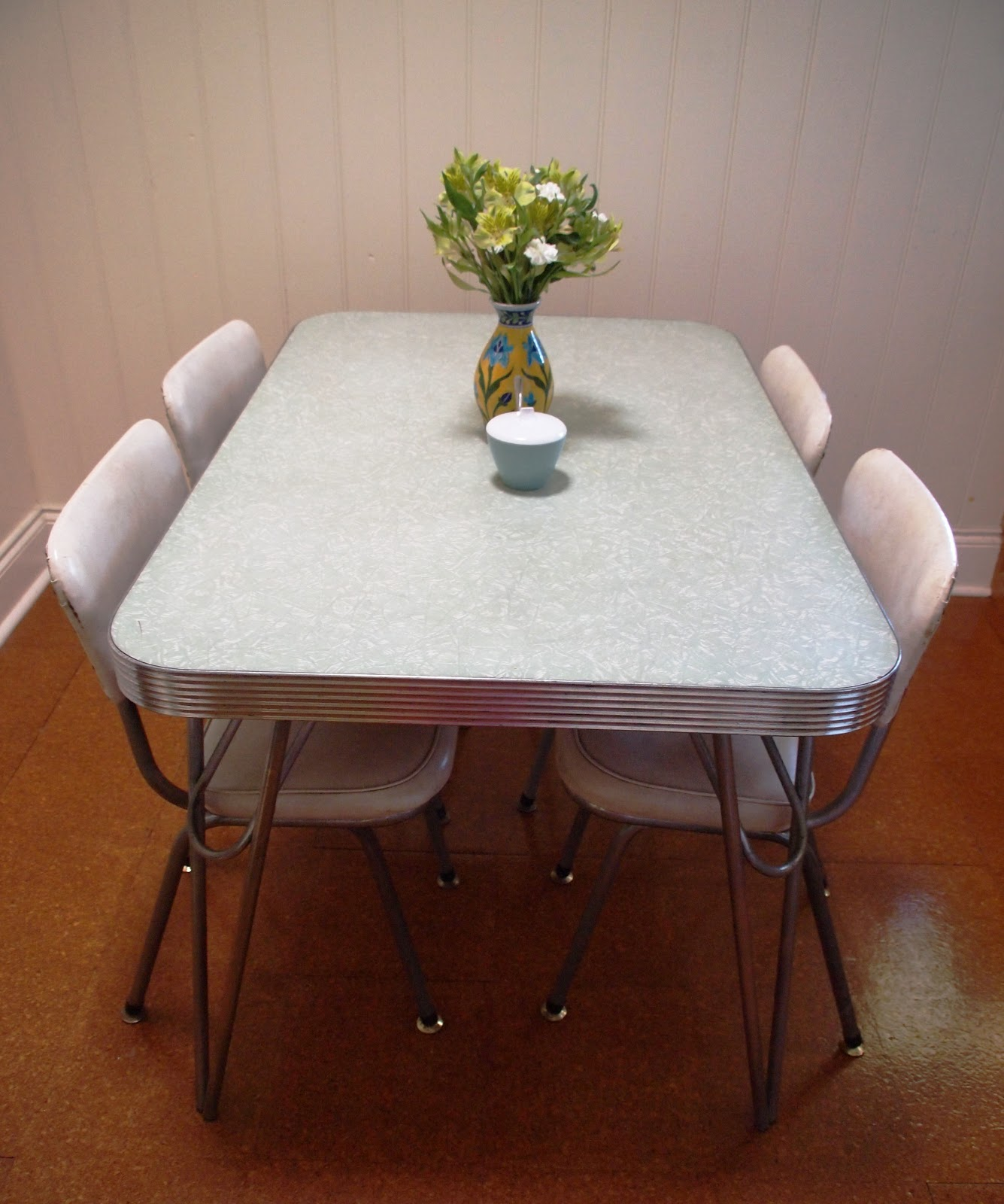 The Thrifty Challenge Fixing Up A 1950 39 S Chrome Kitchen Table