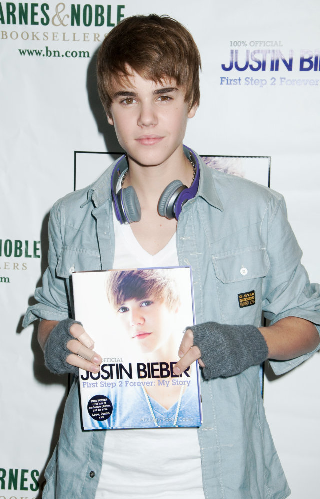 justin bieber pictures 2011 new haircut. dresses Justin Bieber New