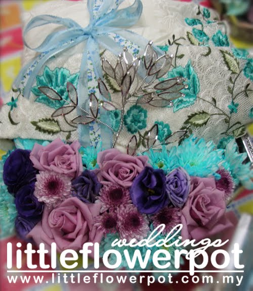 turquoise wedding flowers