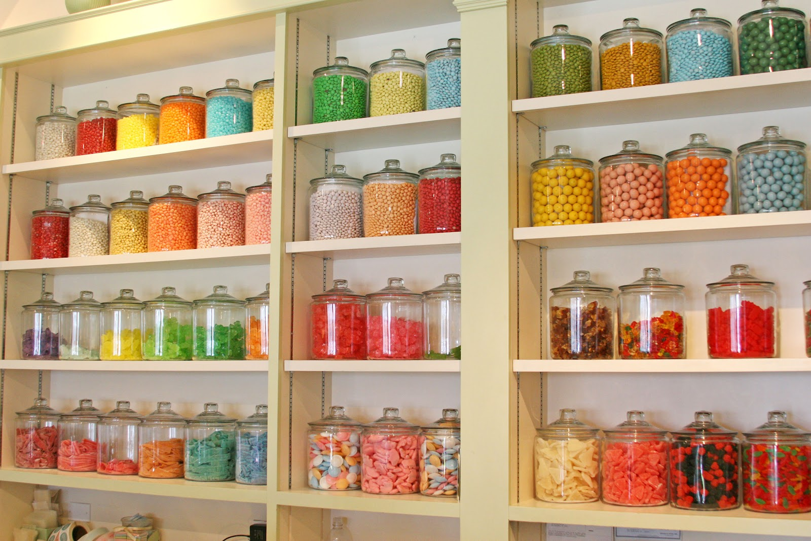 Old+fashioned+candy+jars.jpg