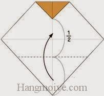 Bước 3: Gấp góc dưới tờ giấy lên trên.