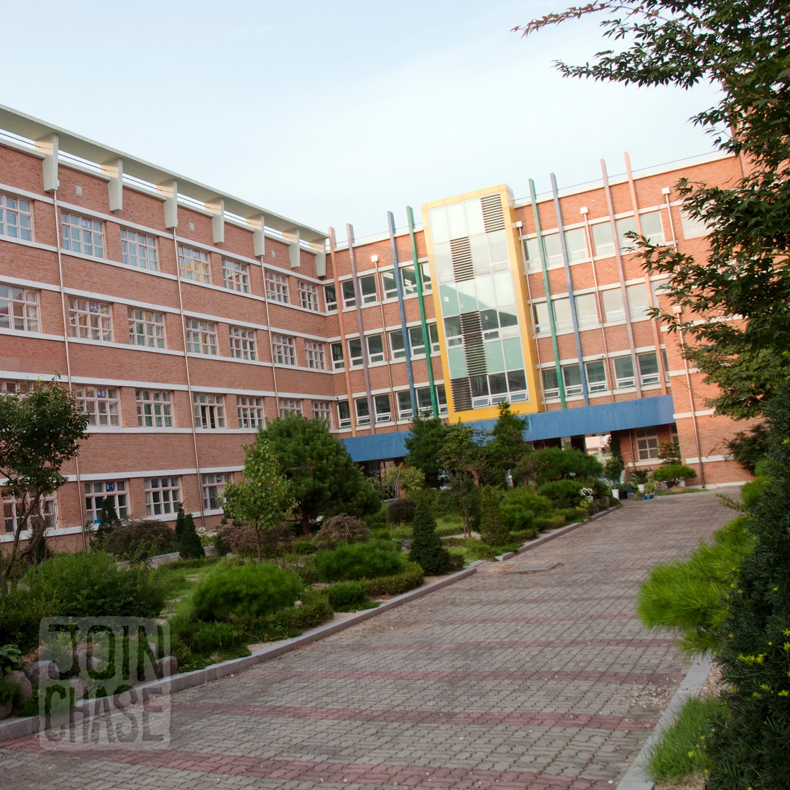 The gallery for --> Korean School Building