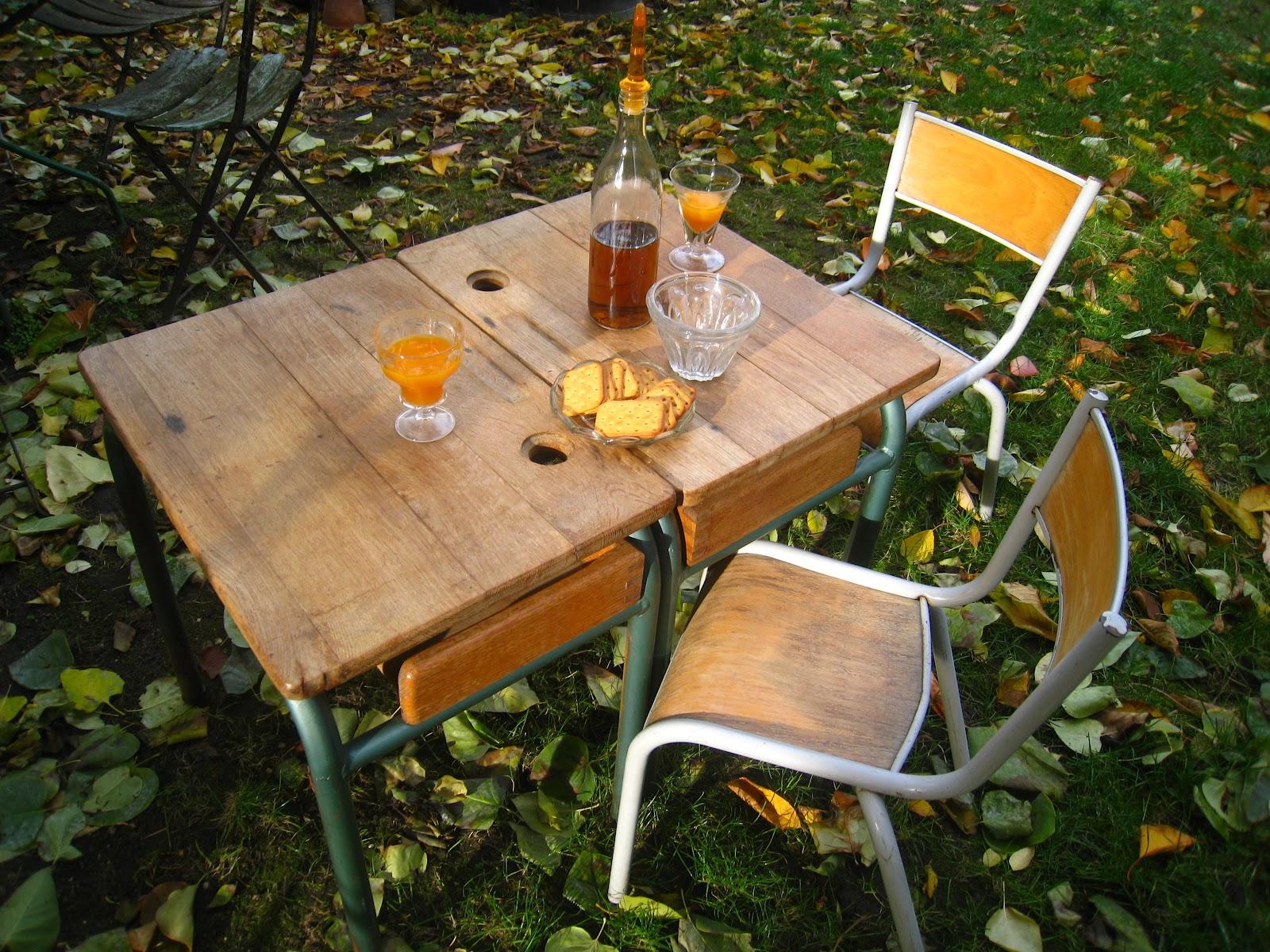 les dedees vintage recup creations petite chaise d 39 ecole vintage by anne. Black Bedroom Furniture Sets. Home Design Ideas