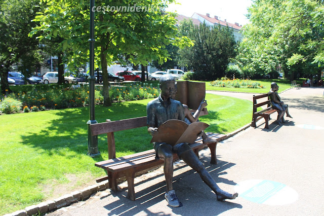 bronzové sochy ve Smetanových sadech // bronze statues in the park