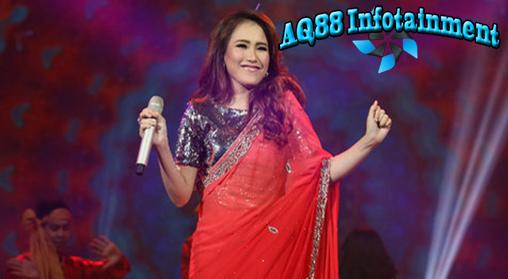 pedangdut cantik, Ayu Ting Ting sedang bergembira menyambut ulang tahunnya yang ke-23. Dalam acara perayaan yang digelar di kediamannya, di Depok, Jawa Barat, Ayu bercerita banyak tentang kekasihnya, bintang India, Shaheer Sheikh.