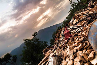 Stein und Geröll nach dem Beben 2015, Nepal