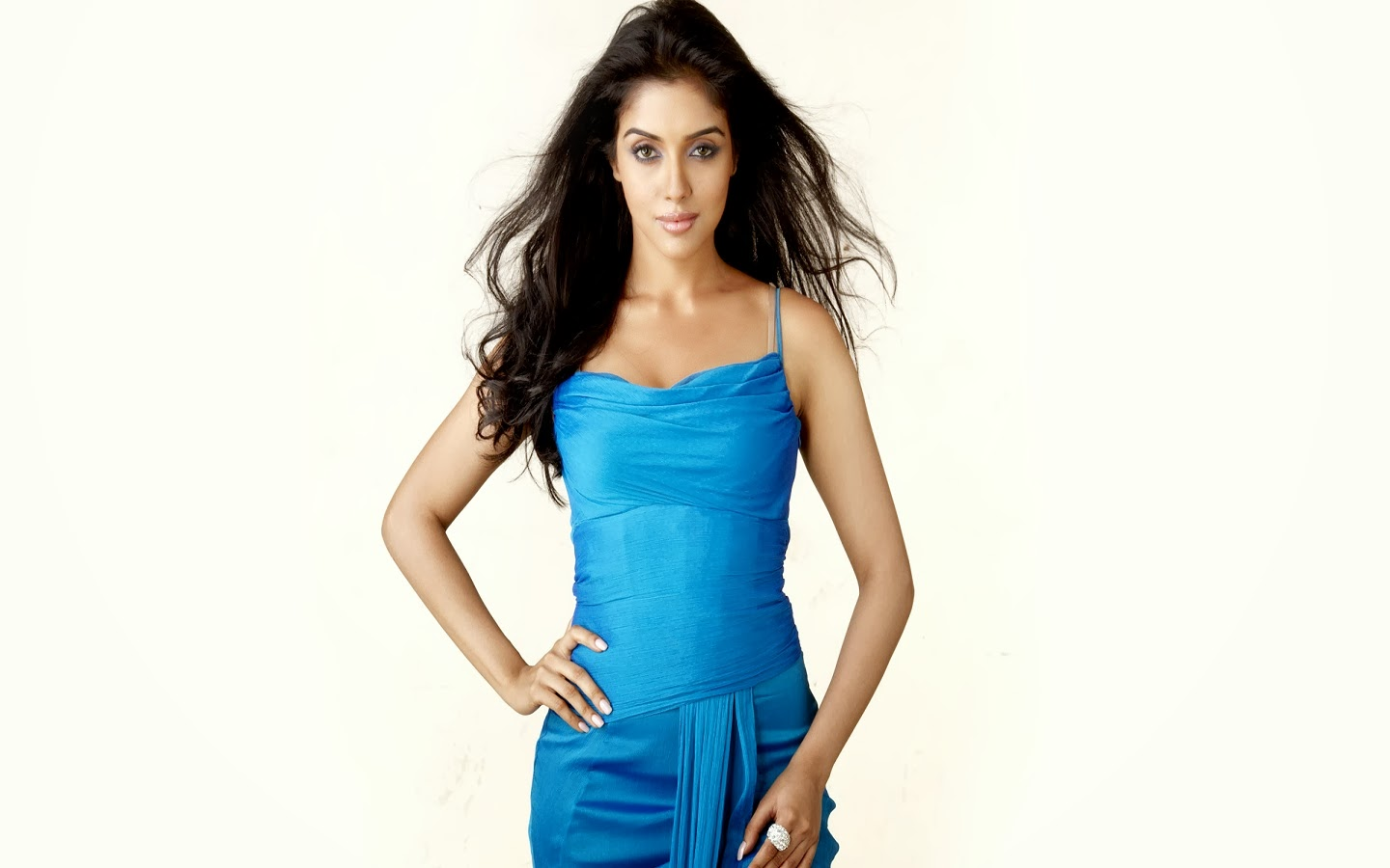 ASIN_WALLSTOWN_IN_BOLLYWOOD ACTRESS