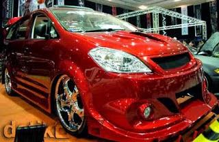 Modifikasi Mobil Toyota Innova Merah