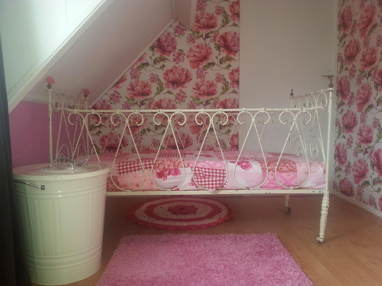 Vanaf de Dorpsstraat: Project roze kamer