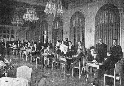 Aspecto del salón de fiestas en una de las sesiones de juego del I Torneo Internacional de Ajedrez de Sitges 1934