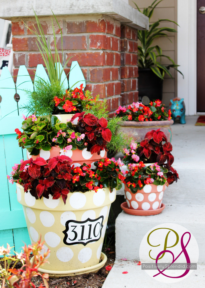 Summer front porch tour positively splendid crafts for Decorating patio with potted plants