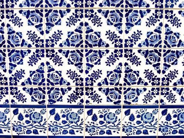 http://en.wikipedia.org/wiki/File:Igreja_de_Campanha_Azulejo_4.jpg