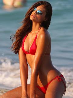 Fernanda-Uesler-in-Bikini--02.jpg