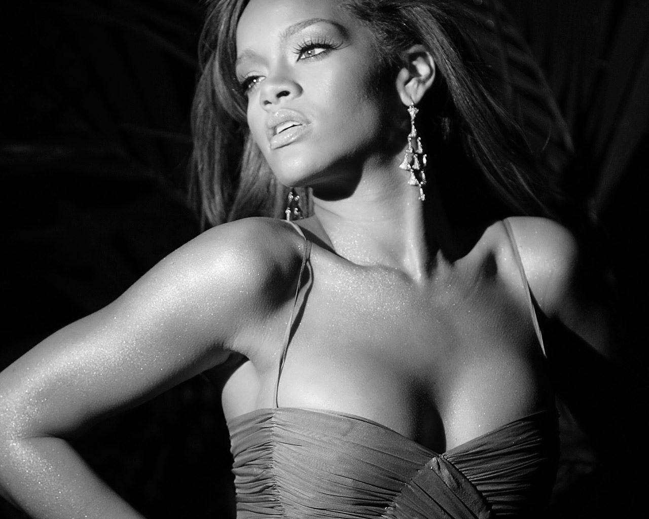 http://1.bp.blogspot.com/-UGZn4bv6ozY/TyCI3MkpoeI/AAAAAAAAAb0/4EVGbuMYgSk/s1600/Rihanna-A-Girl-Like-Me-2-FYAZFI3C53-1280x1024.jpg