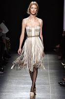 Официална рокля с презрамки и ресни на Bottega Veneta