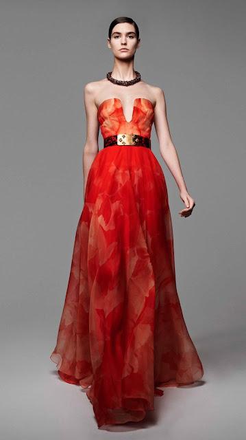 Alexander McQueen, se inspira en la miel y las abejas,  para vestir a una mujer femenina y muy sensual, esta es la propuestas de  primavera verano 2013 13