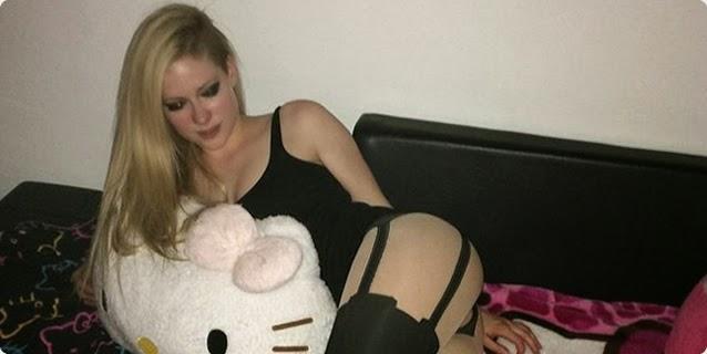 Caiu Na Net - Avril Lavigne nua