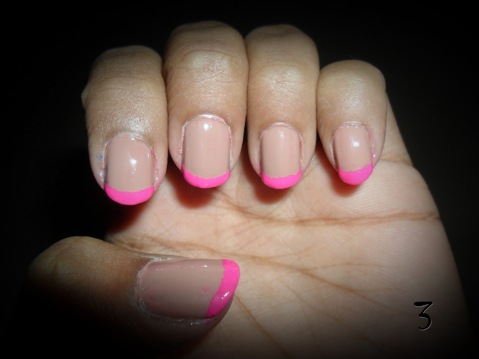 Неоновый френч на ногтях фото