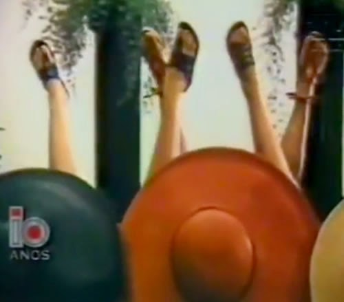 Nova coleção da Azaléia Dijean apresentada em meados dos anos 80. Muito estilo e belas mulheres na campanha.