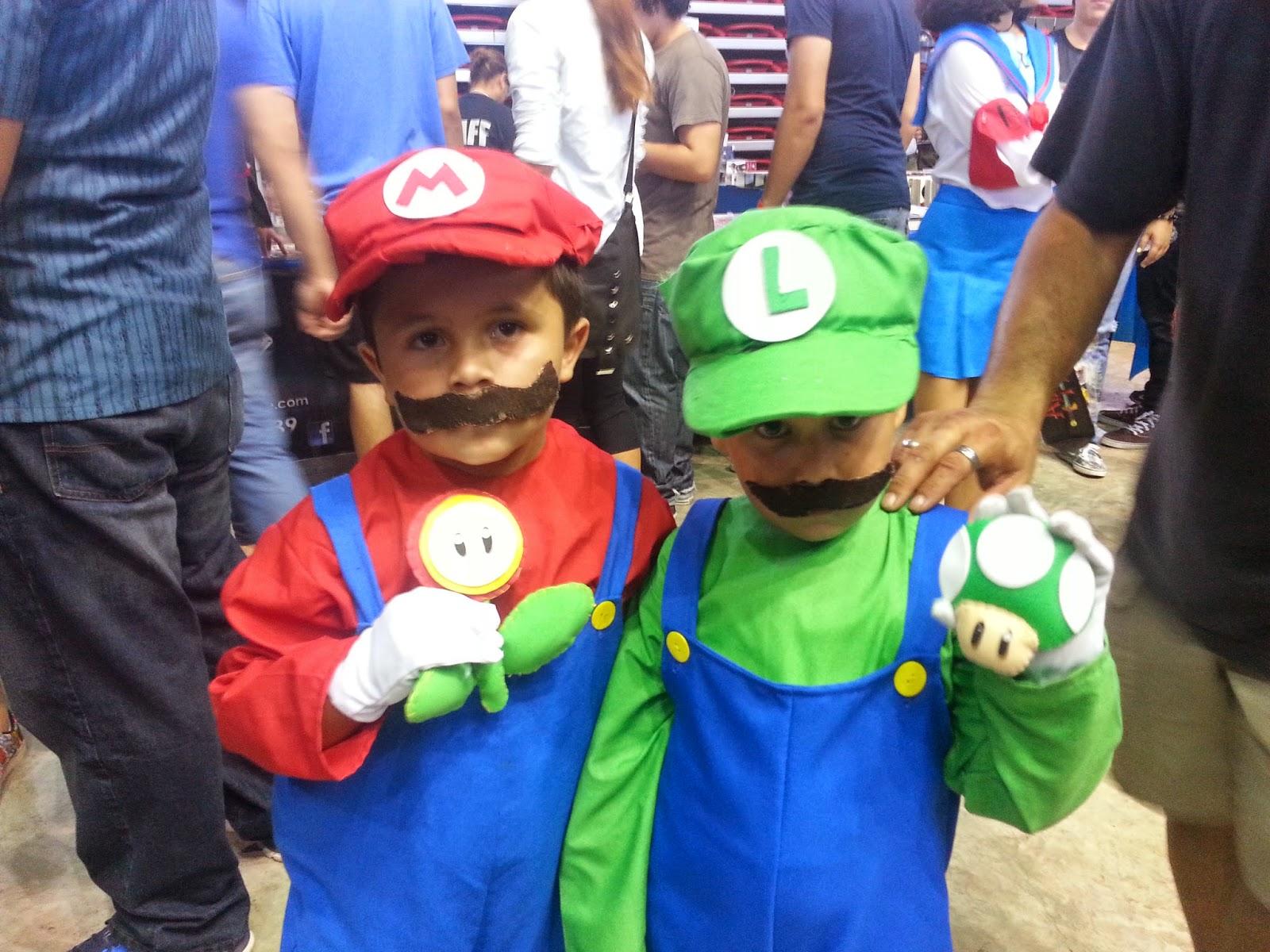 Cosplay Baby Mario and Luigi