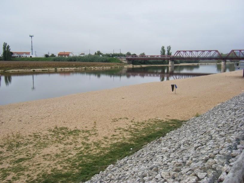 Zona de Areia da Praia Fluvial