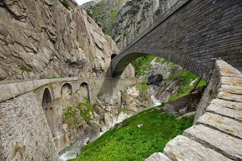 Teufelsbrucke also known as Devil's Bridge - The name of the three bridges across the river Rёys in Switzerland, near the village of Andermatt , in the Alps , 12 km north of the Pass of St. Gotthard . Wooden bridge in Andermatt existed from 1230 to 1707 .