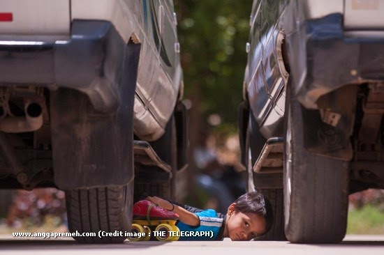 Dalam 29 Detik Anak Berusia 6 Tahun Ini Melewati 39 Kolong Mobil (gambar 3)