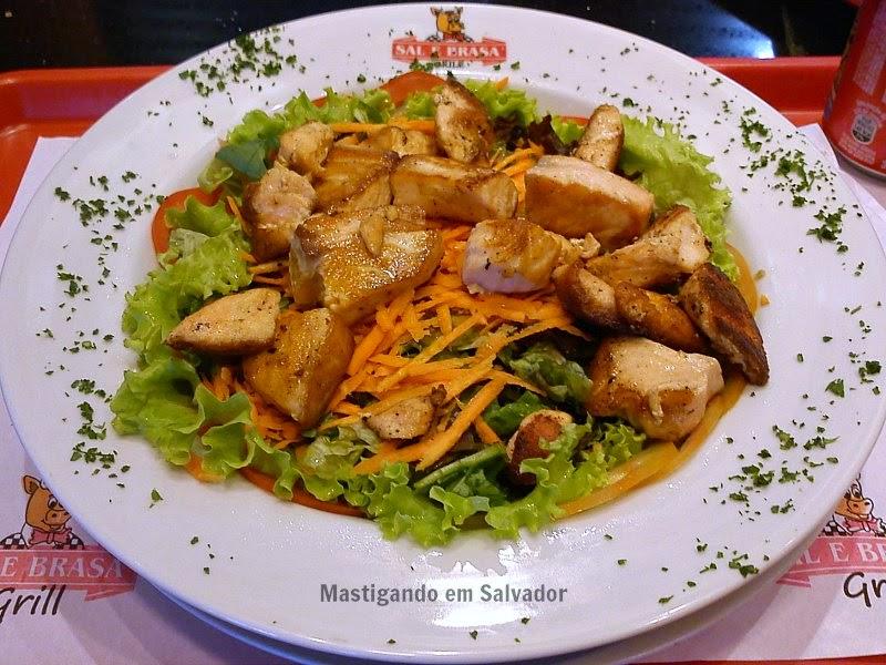 Sal e Brasa Grill: Salada de Salmão
