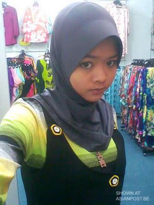 Young Tudung Malay Chick Loose Snaps