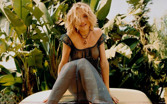 Cameron Diaz in garden