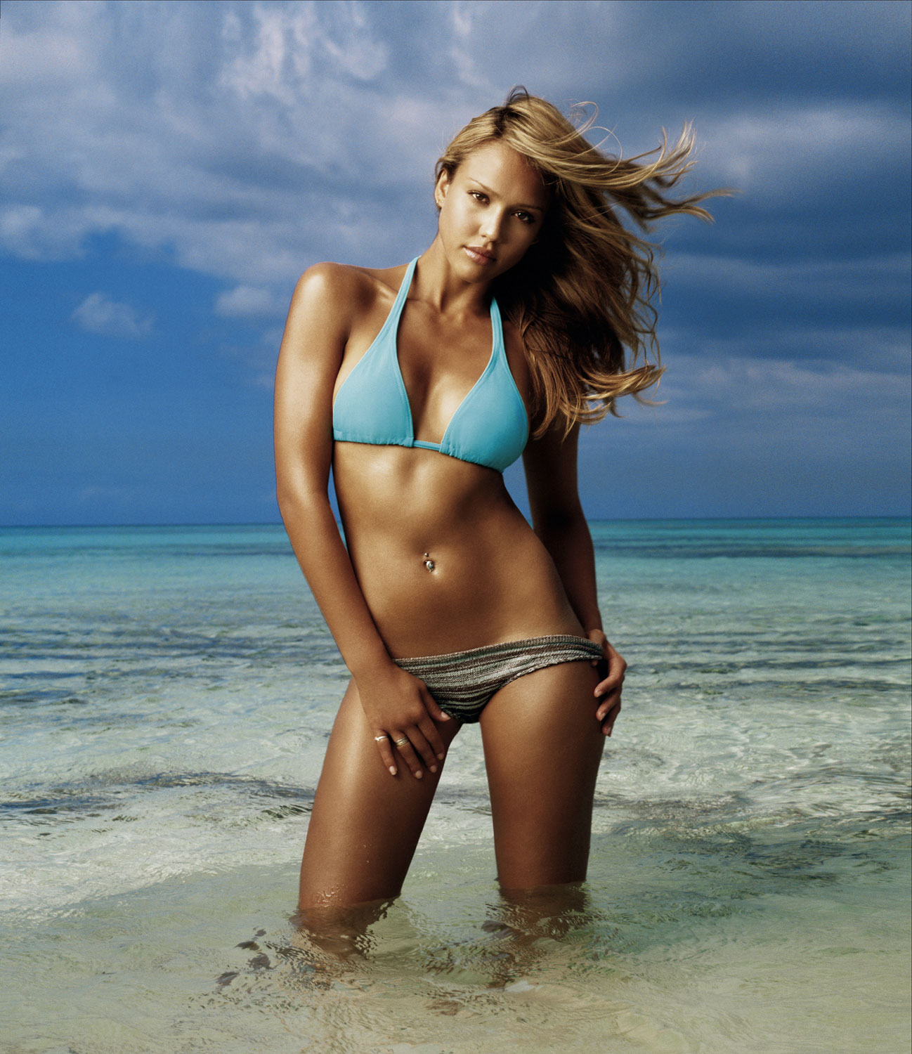 http://1.bp.blogspot.com/-UICFqZ8n-VU/T3f51NJ9Q4I/AAAAAAAAAcs/86qNNQHW5Mo/s1600/Beach+Girls+Wallpapers+2012.jpg