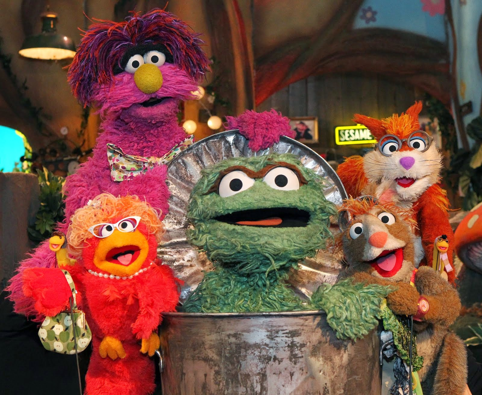 2 likewise Oscar The Grouch Admits He Is Made Of Marijuana moreover Oscar The Grouch Pumpkin further Funny Oscar The Grouch Pictures in addition Inside Oscar The Grouch Trash Can. on oscar grouch orange